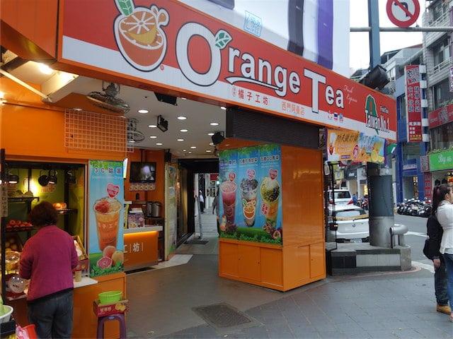 地元の台湾人がオススメしてくれたジュース!Orange Teaの鮮百果QQ緑茶がめっちゃうまかった!