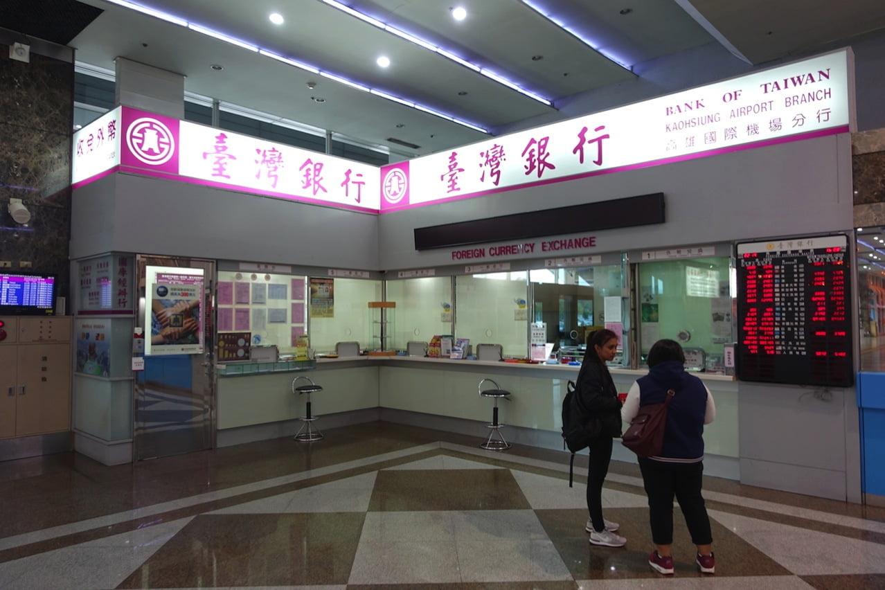 Takao airport bank exchange 05