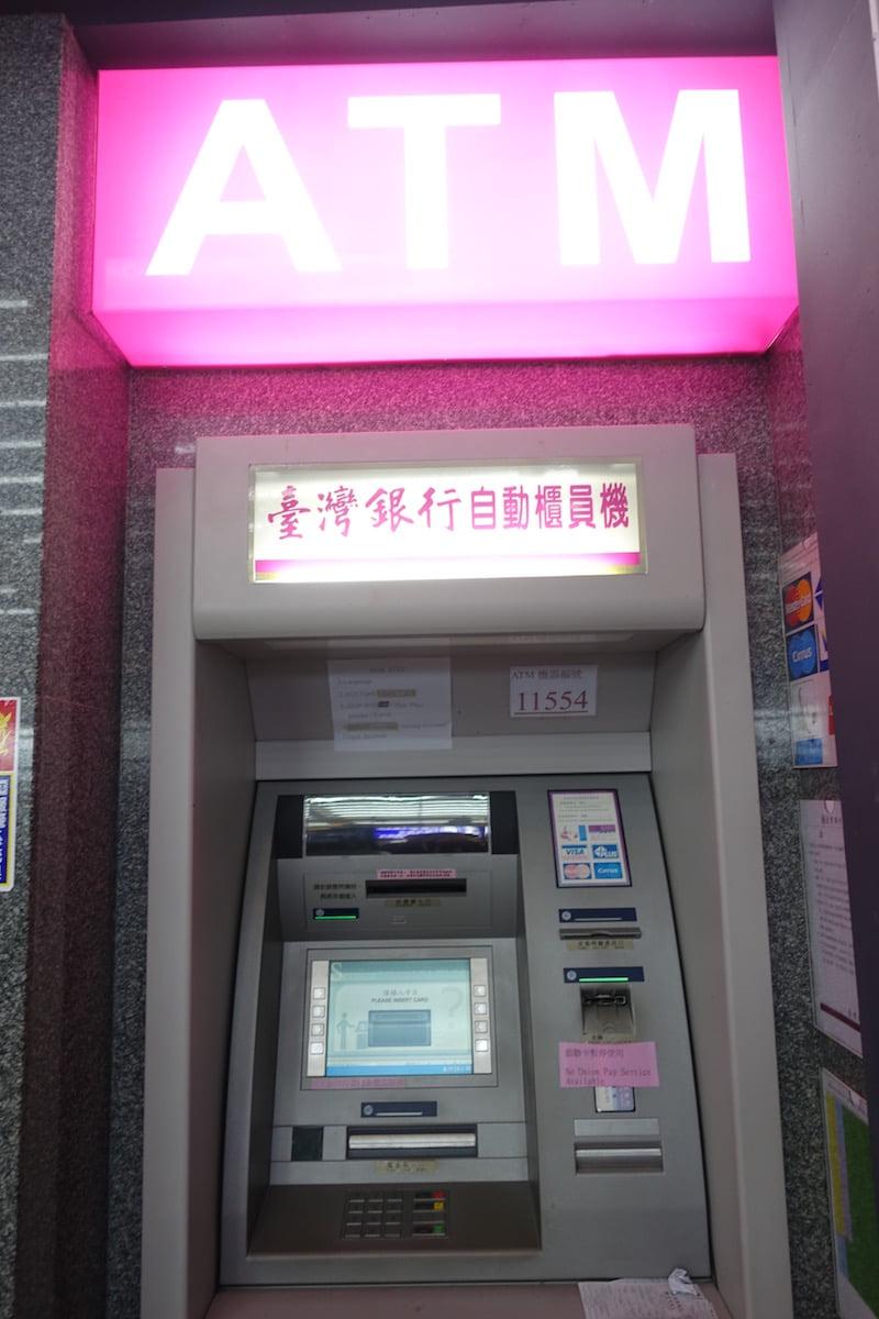 Taiwan taoyuan airport cashing atm 002