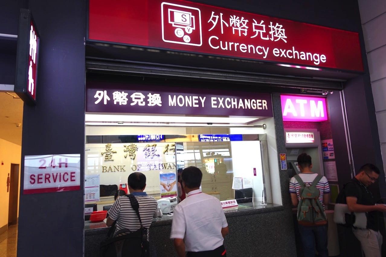Taiwan taoyuan airport cashing atm t1 03