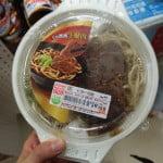 台湾コンビニ飯ってうまいの!?台湾セブンイレブンで牛肉麺と鶏肉飯を食べてみた