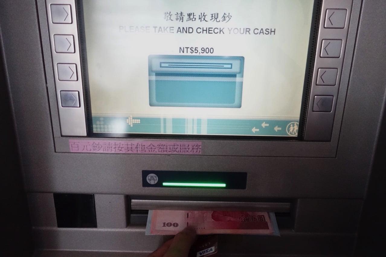 Taiwan taoyuan airport cashing atm 023