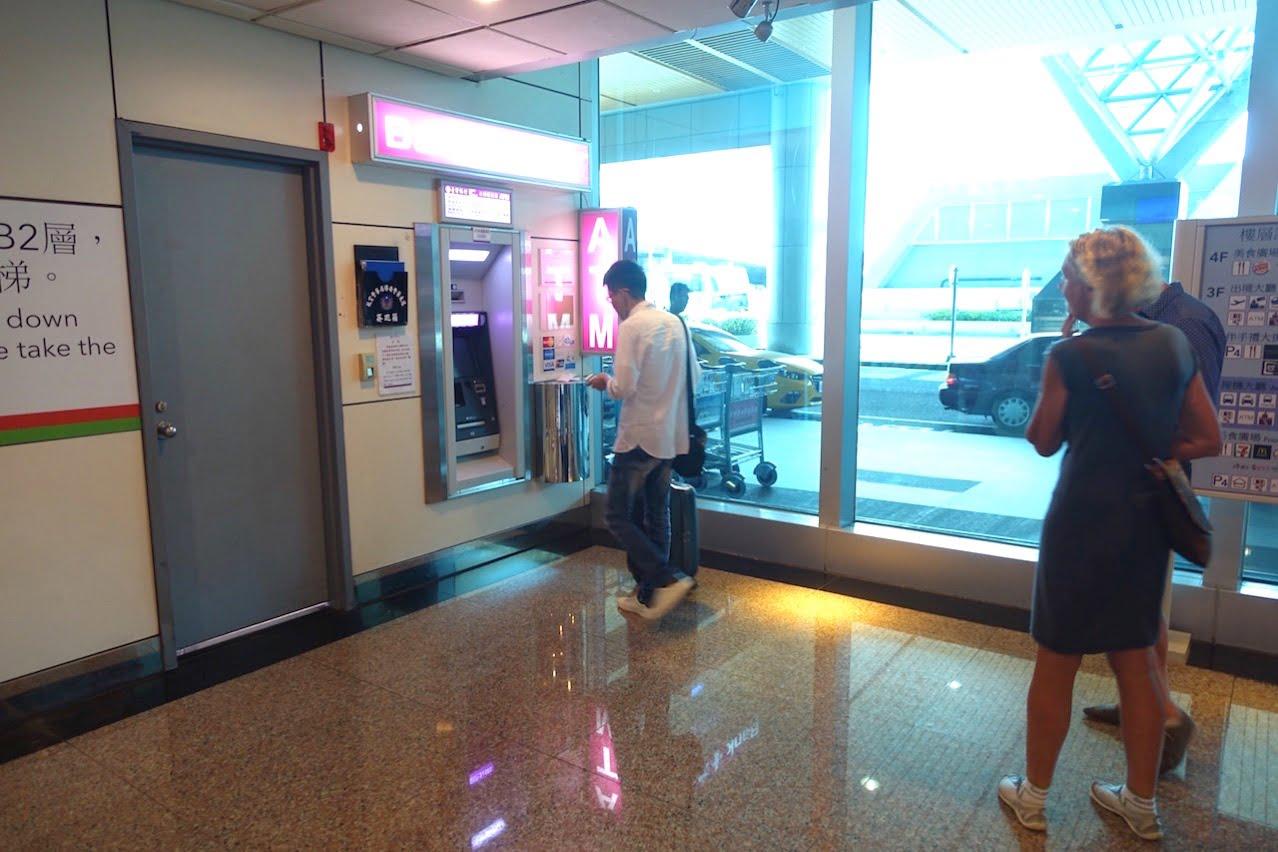 Taiwan taoyuan airport cashing atm t2 02