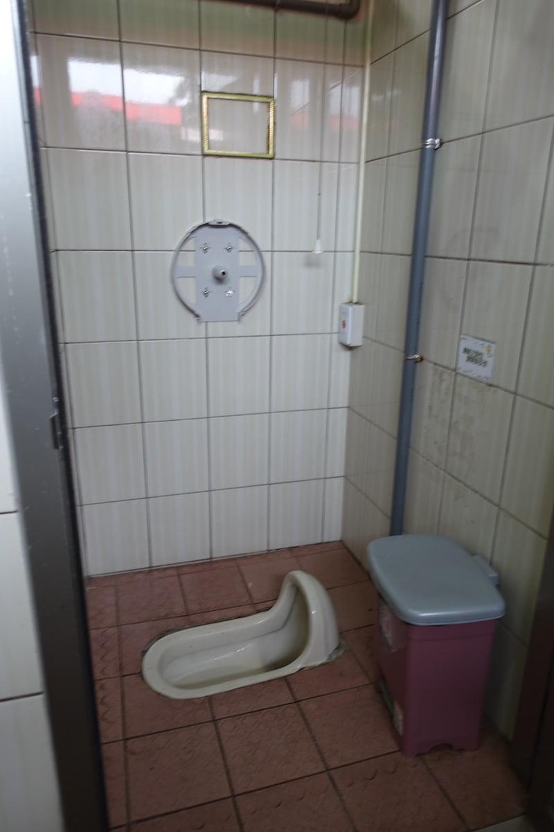 Taiwan toilet 02