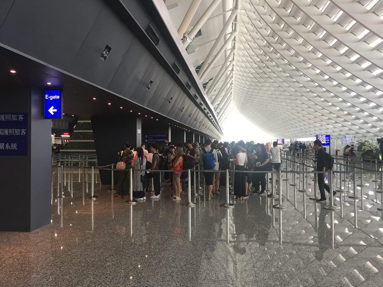桃園空港のカウンター