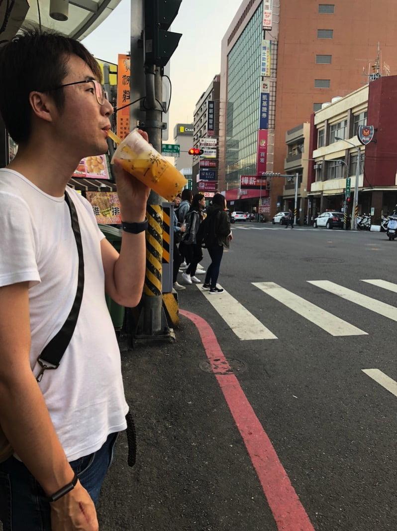 台湾のドリンクスタンド一芳