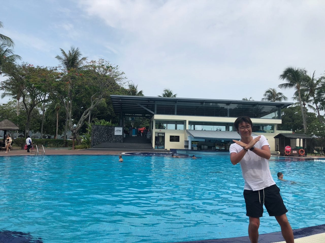 南の島のプール