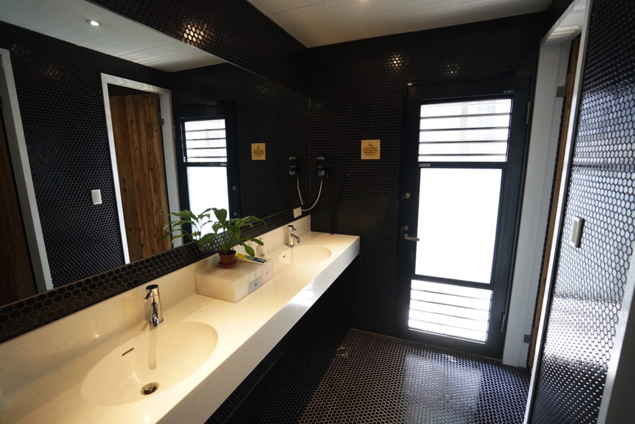 Taipei guesthouse starhostel toilet 05