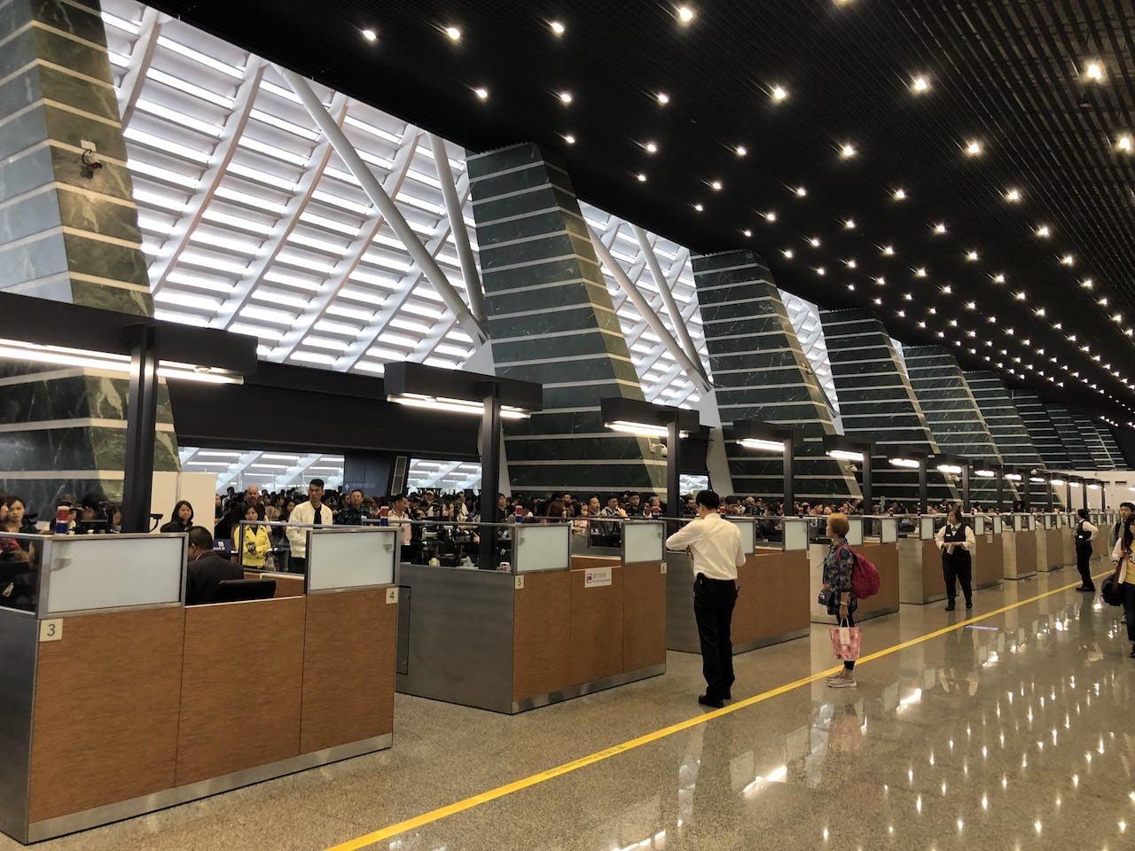桃園空港の第一ターミナル入国審査の様子