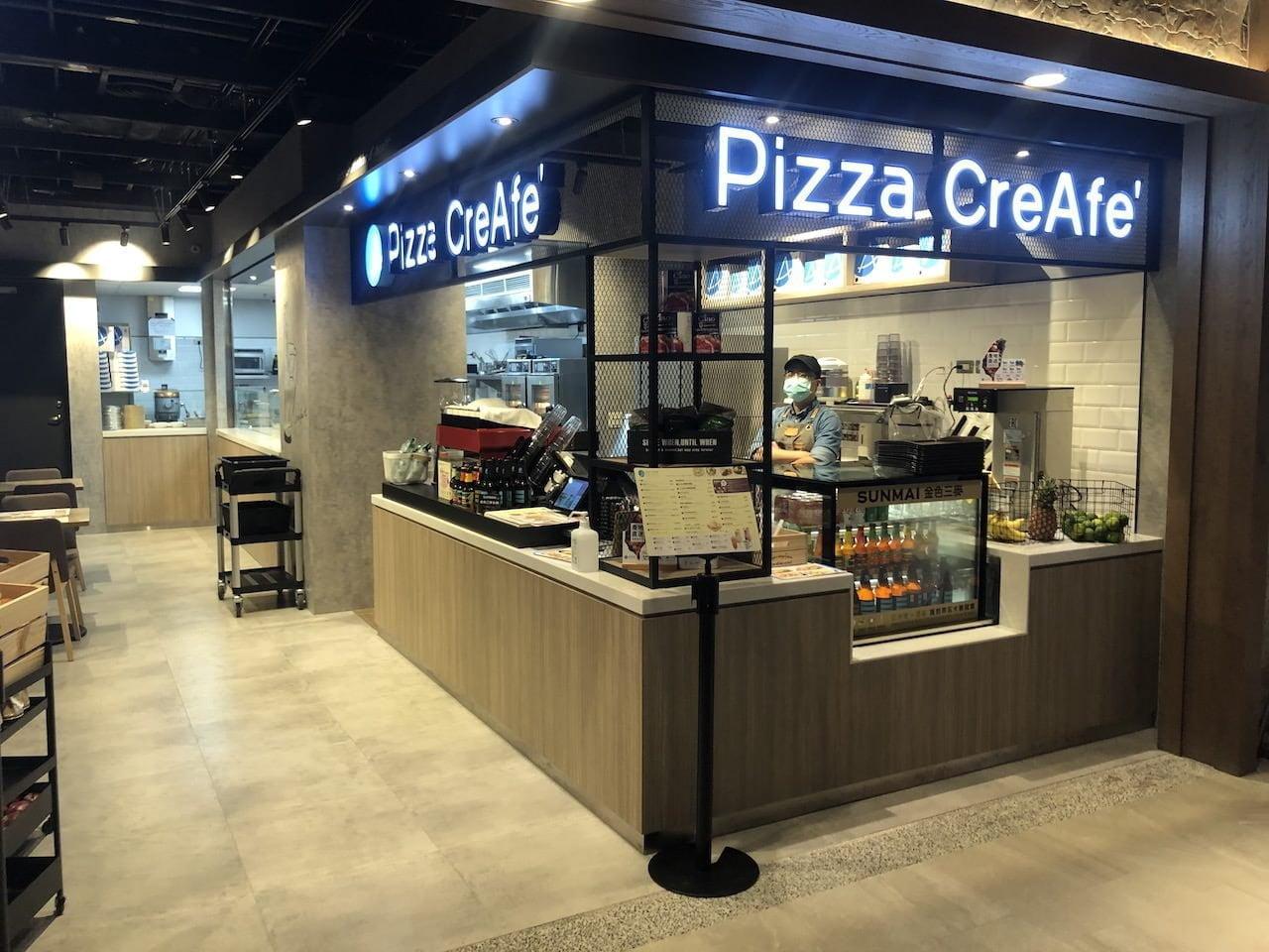 桃園空港第2ターミナル 5階 北側展望デッキの中のピッツァカフェ