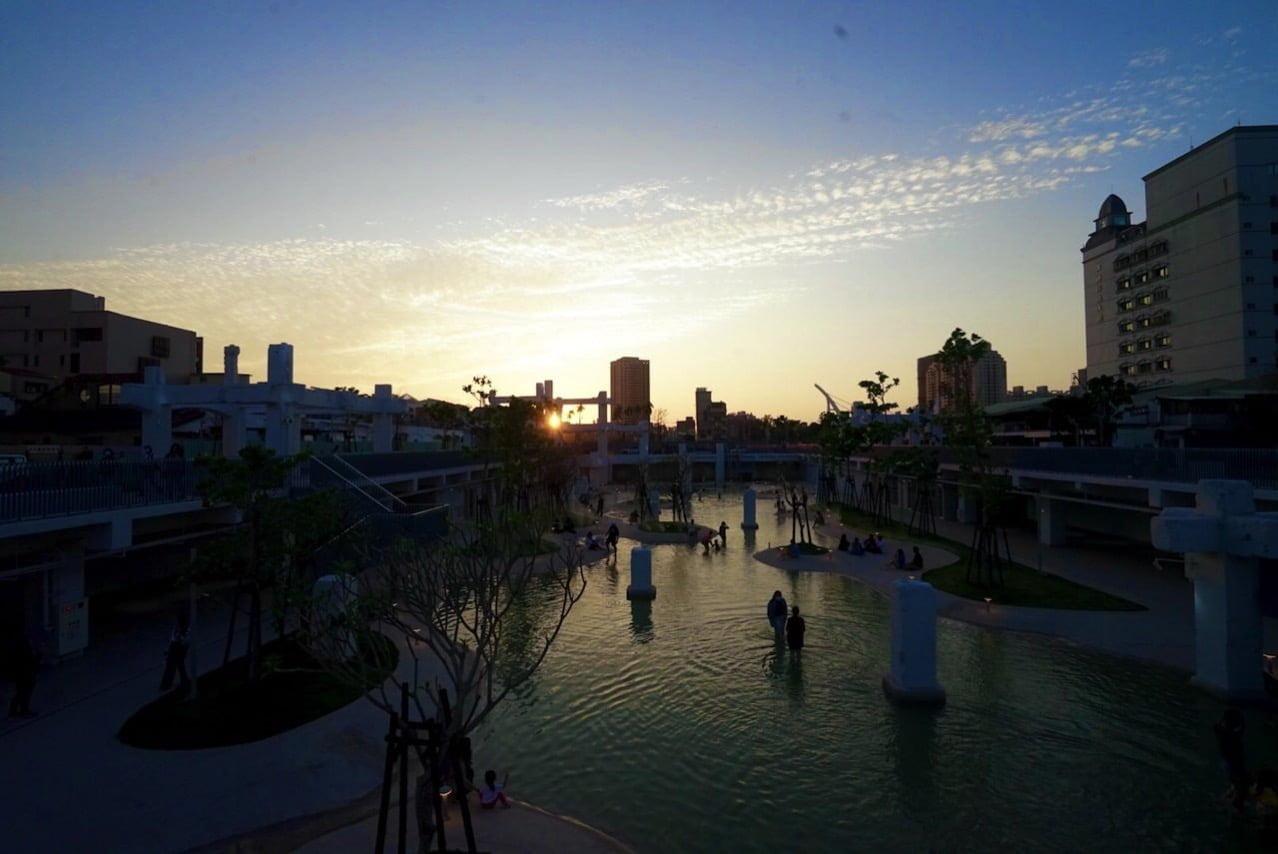 台南の河楽広場(河樂廣場)の夕日