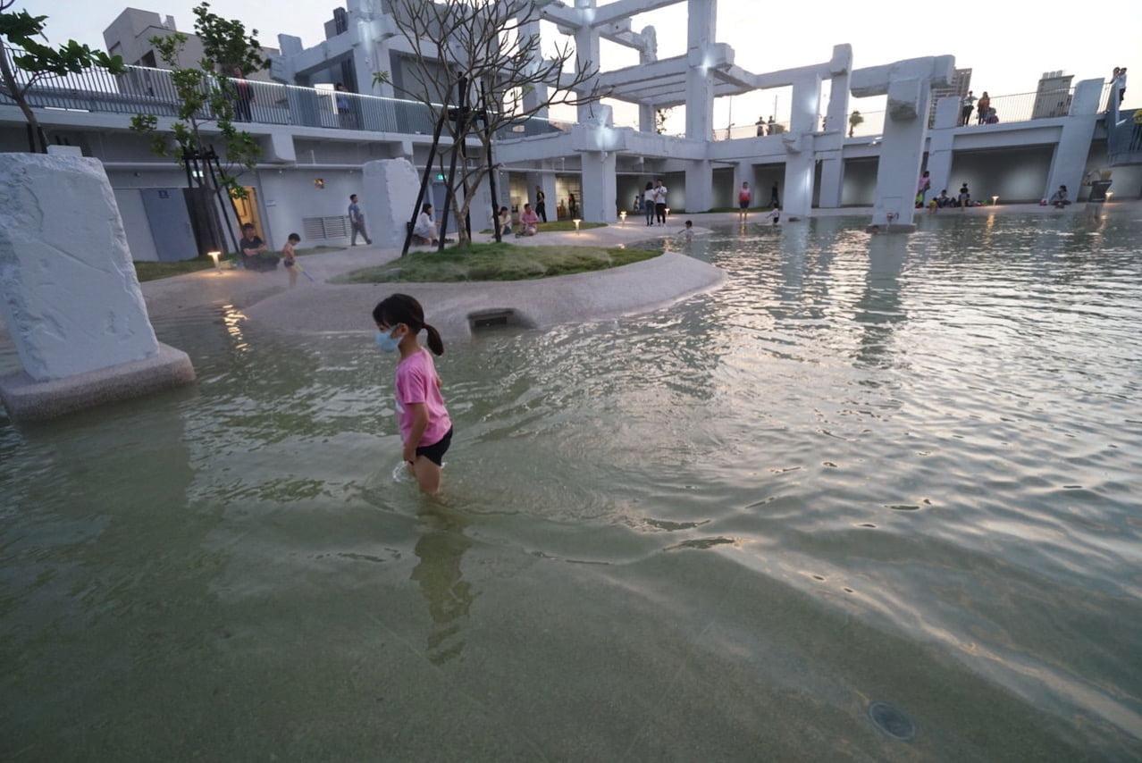台南の河楽広場(河樂廣場)の子供
