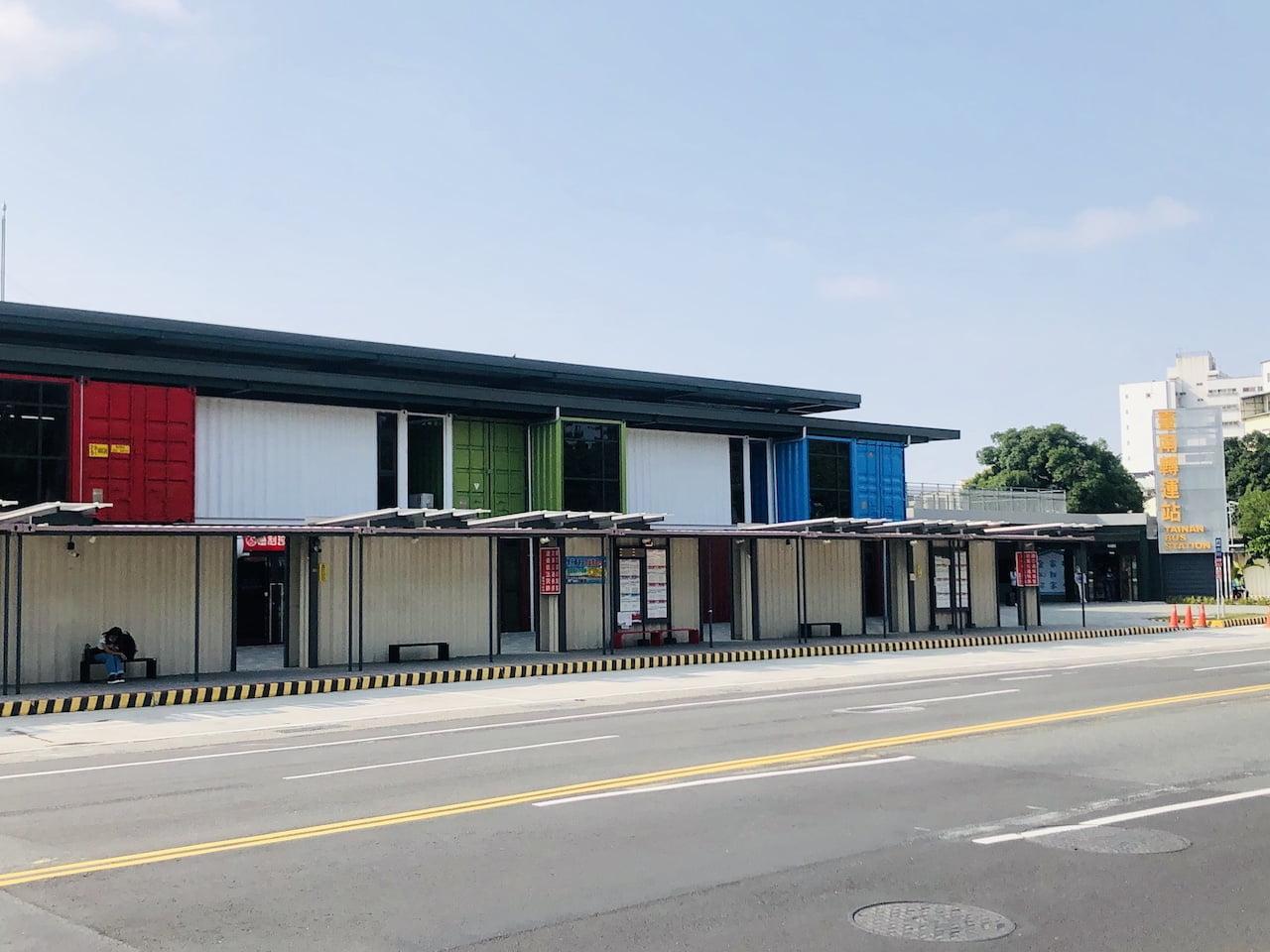 高雄空港の台南行きのバス乗り場の台南バスステーション
