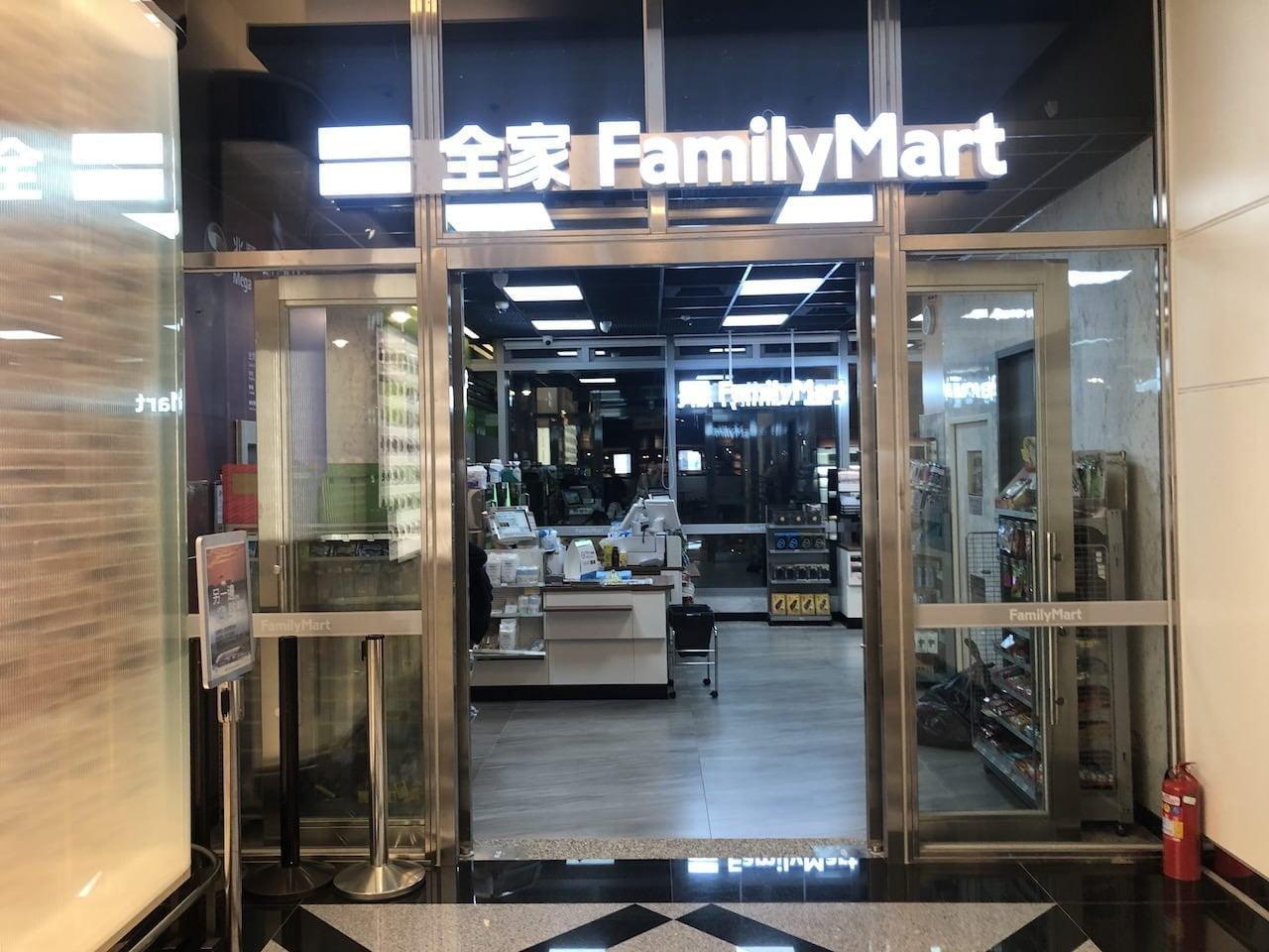 桃園空港第2ターミナル 5階 南側展望デッキのファミリーマート