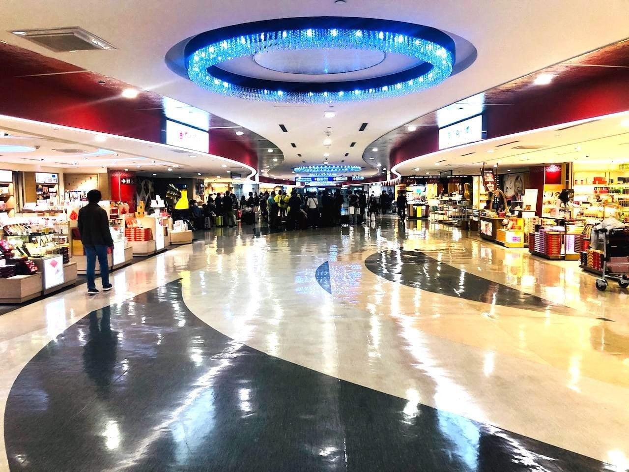 桃園空港第2ターミナル 2階 お土産コーナー 奥